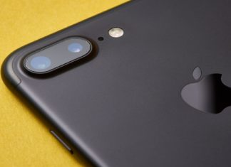 Apple iPhones to come with 3D Cameras next year