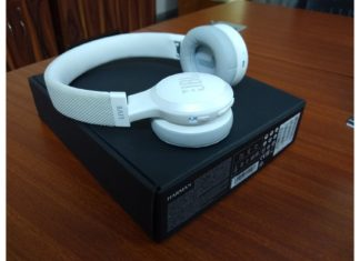 JBL LIVE 400BT headphones